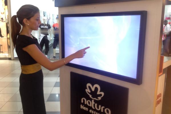 Aplicativo registro Natura con pantalla táctil